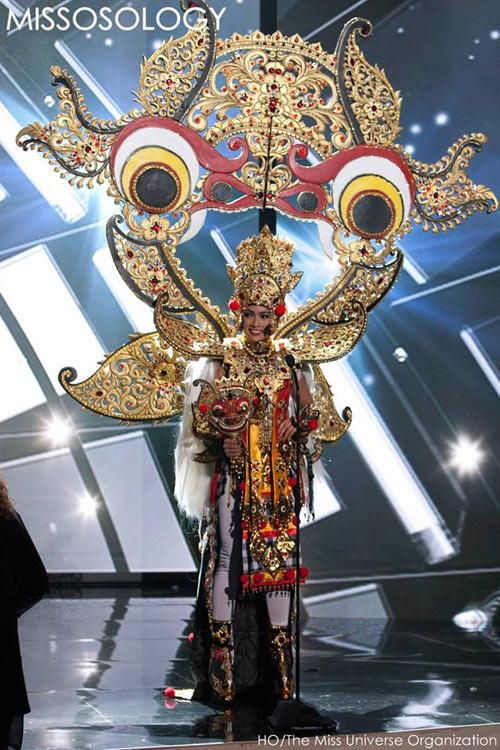 Phạm Hương kín đáo vẫn nổi bật bên loạt mỹ nhân sexy - 29