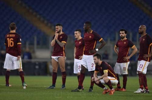 Serie A trước V17: Đen tối thành Rome, hội hè Milano - 1