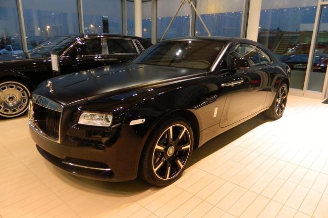 Thân xe không được làm từ carbon mà được làm bằng thép và nhôm tiêu chuẩn.