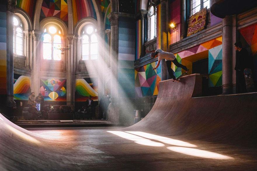 """Choáng ngợp nhà thờ trăm tuổi """"hô biến"""" thành sàn trượt ván - 3"""