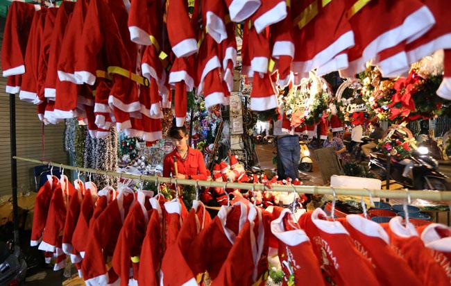 Cây thông mini đắt khách mùa Noel - 13