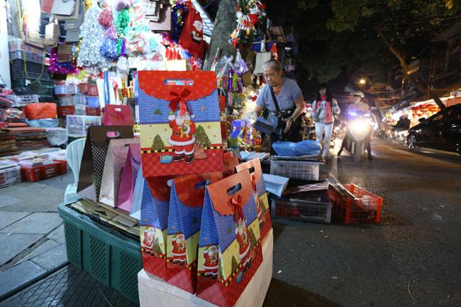 Cây thông mini đắt khách mùa Noel - 14