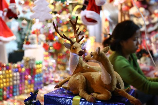 Cây thông mini đắt khách mùa Noel - 4
