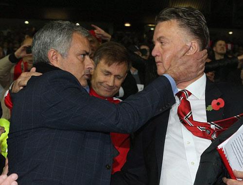 Mourinho bị sa thải: Van Gaal sốc và sợ - 1