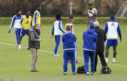 CHÍNH THỨC: Chelsea bổ nhiệm Hiddink thay Mourinho - 2