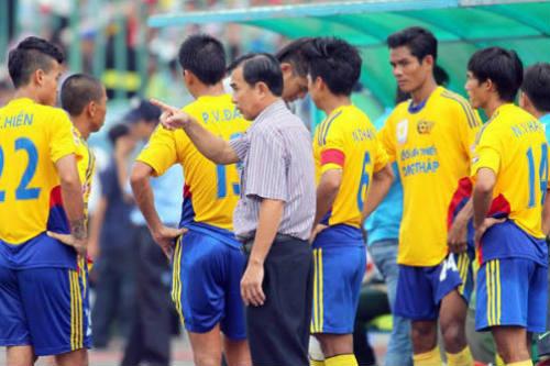 Nghịch lý bóng đá chuyên nghiệp Việt Nam - 1