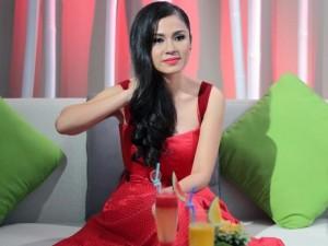Việt Trinh: 'Tuổi 20 tôi ngạo mạn và không xem ai ra gì'