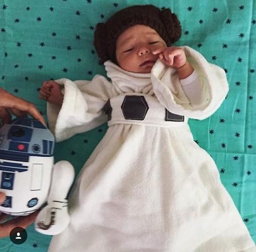 Ông chủ Facebook đăng ảnh con gái diện đồ 'Star Wars' - 4