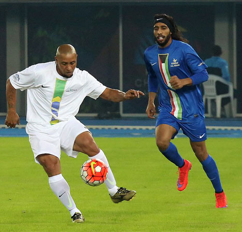 Đội siêu sao Becks, Nesta, Figo tỏa sáng ở Kuwait - 2