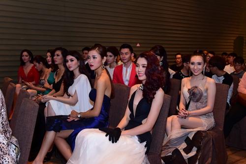 Lộ diện dàn trai xinh gái đẹp của Siêu mẫu Việt Nam - 5