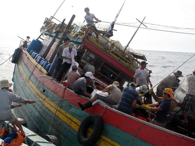 Tàu cá cùng 6 ngư dân mất tích trên biển hơn 10 ngày - 1