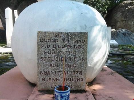 Bí ẩn những ngôi mộ kỳ lạ trên núi Bửu Long - 2