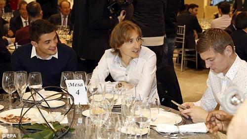 Real: Bữa tiệc Giáng sinh ảm đạm của Ronaldo, Bale - 4
