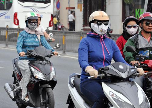 Sài Gòn se lạnh, người dân mặc áo ấm ra đường - 3