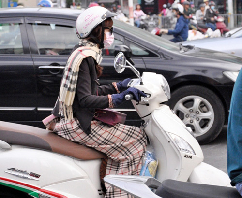 Sài Gòn se lạnh, người dân mặc áo ấm ra đường - 4