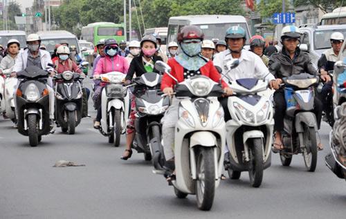 Sài Gòn se lạnh, người dân mặc áo ấm ra đường - 7