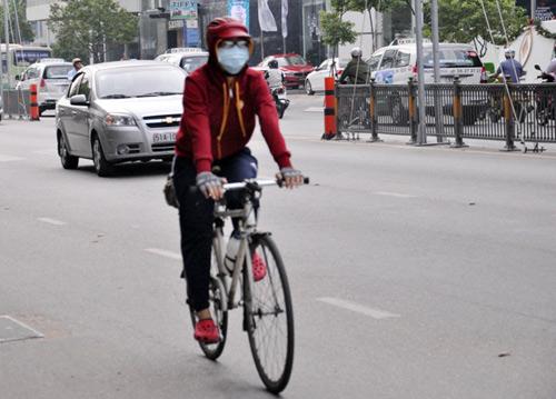 Sài Gòn se lạnh, người dân mặc áo ấm ra đường - 8