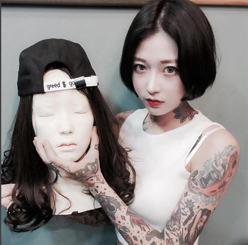 Nữ thợ xăm có vẻ đẹp búp bê gây sốt tại Hàn Quốc - 9
