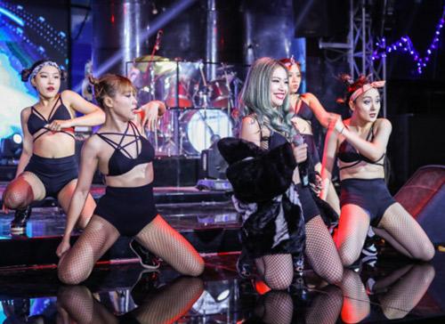 Hoài Lâm xấu hổ khi xem MV 18+ - 4