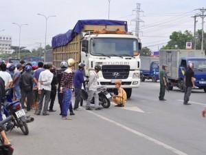 Tai nạn giao thông - Bị xe tải cuốn vào gầm, 2 chị em ruột tử vong