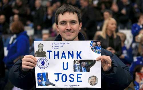 CĐV Chelsea giận dữ chỉ mặt kẻ phản bội Mourinho - 4