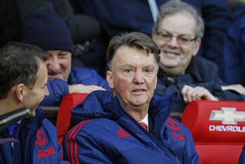 Fan MU đòi sa thải Van Gaal, mời Mourinho thay thế - 1