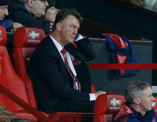 "MU ê mặt, Van Gaal ""sợ"" mất ghế như Mourinho - 1"