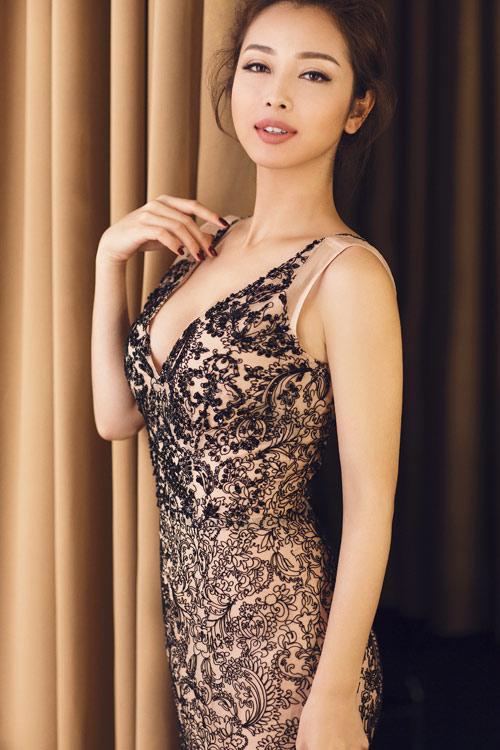 Jennifer Phạm khoe eo thon với đầm ôm sát gợi cảm - 2