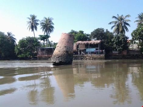 """Kỳ lạ trụ đá trên sông Đồng Nai được dân gọi là """"ông Một"""" - 2"""