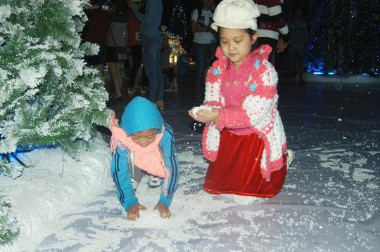 """Mãn nhãn với """"ngôi làng tuyết"""" độc đáo ở Sài Gòn - 9"""