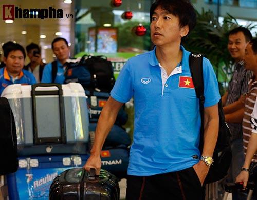 HLV Miura & dàn sao U23 VN đổ bộ vào Nam tránh rét - 2