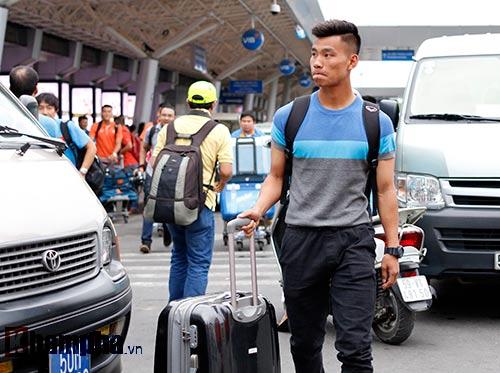 HLV Miura & dàn sao U23 VN đổ bộ vào Nam tránh rét - 7