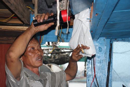 Tàu cá cùng 6 ngư dân trở về sau gần nửa tháng mất tích - 1