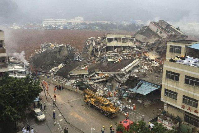 TQ: 22 tòa nhà đổ sập kinh hoàng vì lở đất - 2