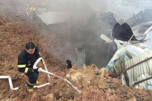 TQ: 22 tòa nhà đổ sập kinh hoàng vì lở đất - 3