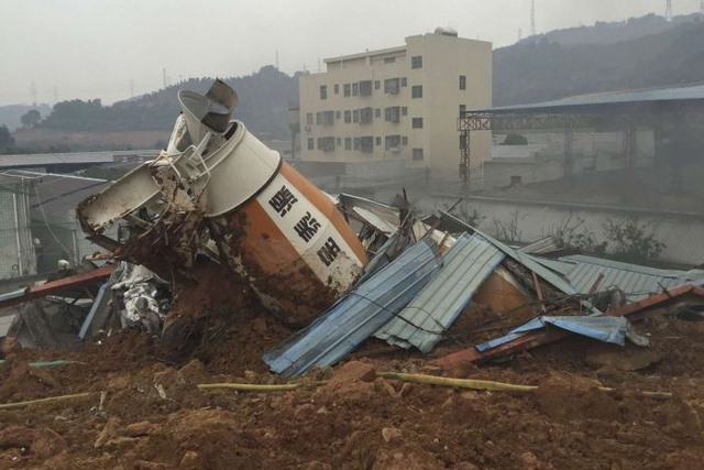 TQ: 22 tòa nhà đổ sập kinh hoàng vì lở đất - 4