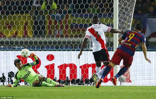 """Lập đại công giúp Barca """"ăn 5"""", Suarez vẫn khiêm tốn - 1"""