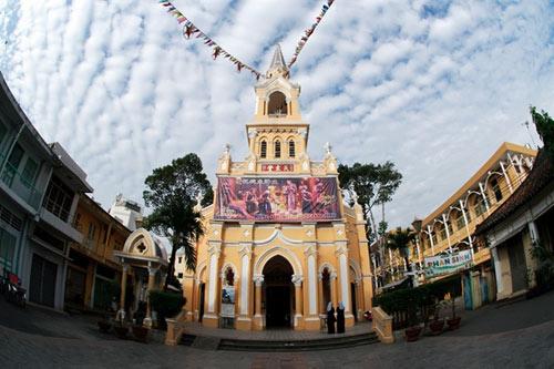 Những nhà thờ đẹp nhất để đón Noel ở Sài Gòn - 4