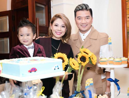 Quang Dũng ôm nựng con trai Thanh Thảo - 3
