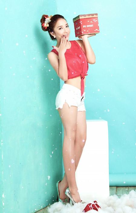 Janet Hoàng rạng rỡ với sắc màu Giáng sinh - 1