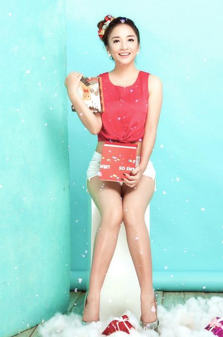 Janet Hoàng rạng rỡ với sắc màu Giáng sinh - 2