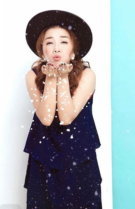 Janet Hoàng rạng rỡ với sắc màu Giáng sinh - 3