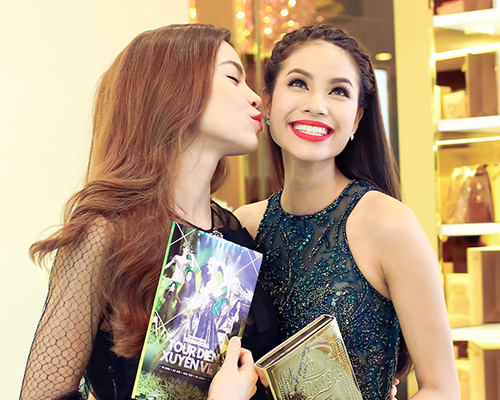 Facebook sao 21/12: Hồ Ngọc Hà an ủi Phạm Hương - 1