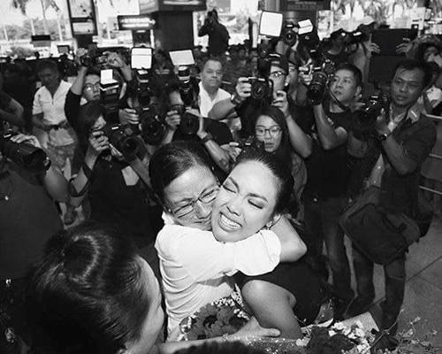 Facebook sao 21/12: Hồ Ngọc Hà an ủi Phạm Hương - 3