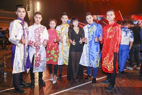 """Ngọc Khuê """"quậy"""" cùng Hoàng Bách trên sân khấu - 9"""