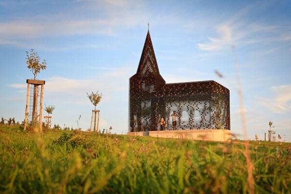 """Lạ lẫm nhà thờ """"tự biến mất"""" ở Bỉ - 7"""