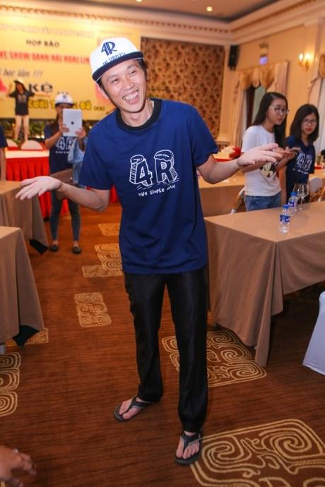 Vẻ ngoài bình dân của Hoài Linh khiến fan yêu mến - 1