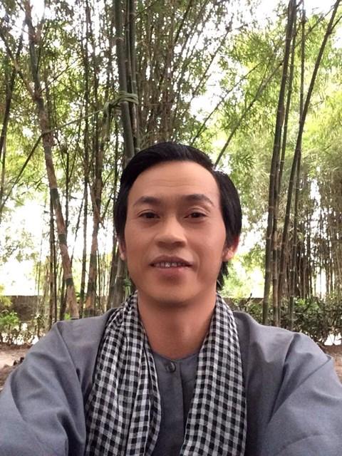Vẻ ngoài bình dân của Hoài Linh khiến fan yêu mến - 11