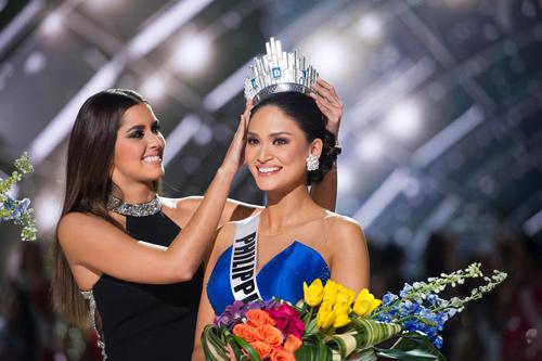 11 khoảnh khắc đẹp của tân Hoa hậu Hoàn vũ ở chung kết - 9