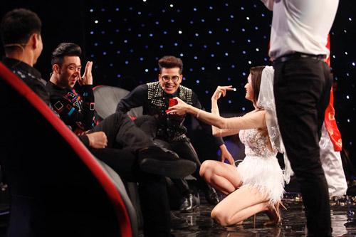 Hương Giang Idol cầu hôn khiến Trấn Thành bối rối - 2